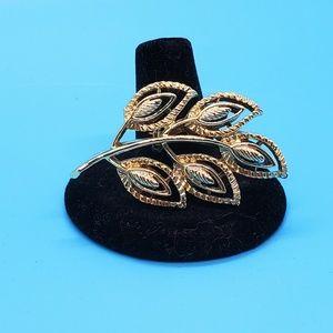 🆕️Vintage goldtone leave brooch•signed, but 🧐🤔